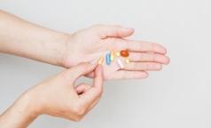 Чтобы остановить распространение ВИЧ, Минздрав готов выдавать антивирусные таблетки здоровым