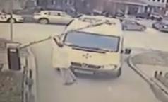 Врач новосибирской «Скорой» сломал шлагбаум, торопясь к пациенту