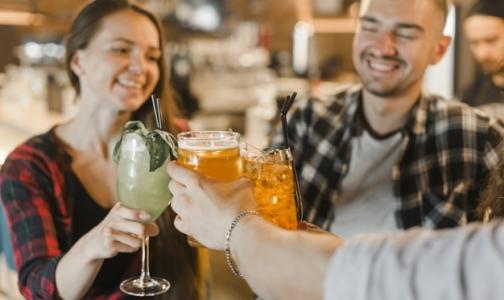 Почти 80% россиян согласны запретить продажу алкоголя молодежи до 21 года