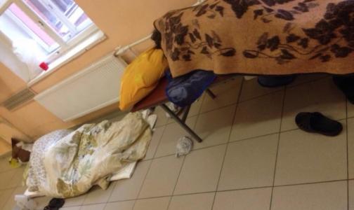 В неврологии Покровской больницы аншлаг — пациенты готовы лежать на полу