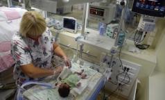 В Петербурге новорожденных с тяжелыми патологиями будут доставлять в больницу на суперавтомобиле