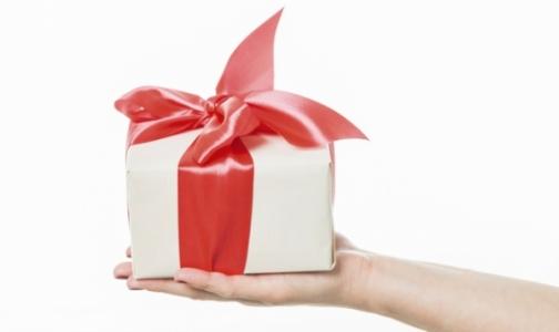 Врачам и учителям могут запретить принимать подарки - только цветы и канцелярию