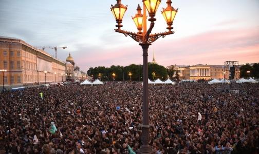 За год население Петербурга прибавило, России - потеряло
