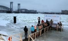 Эксперты рассказали, как окунуться в купель, не рискуя стать жертвой крещенского мороза