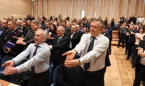 Физкультминутка: Областное правительство размялось перед заседанием