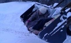 Фельдшеру «Скорой» объявили благодарность за находчивость — госпитализацию в ковше трактора
