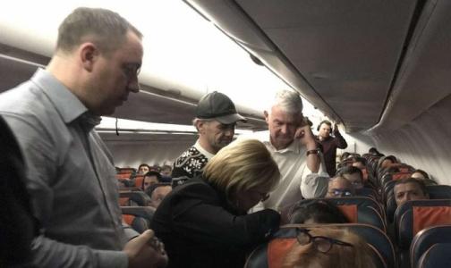 Министр здравоохранения оказала помощь пассажирке самолета Москва-Ташкент