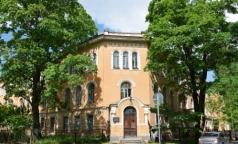 В онкологическом диспансере Петербурга коридоры освобождают от пациентов