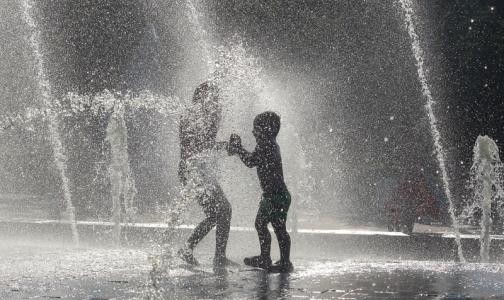 Любителям освежиться в фонтанах напомнили, какими болезнями они рискуют заразиться