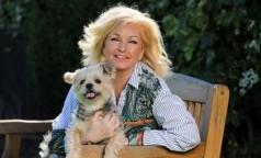 Один диагноз на двоих: Женщина борется с онкопатологией вместе со своей собакой