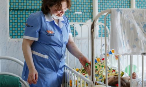 «Власти могут бросить детей, но мы - нет»: Смольный не дал денег фонду помощи больным сиротам
