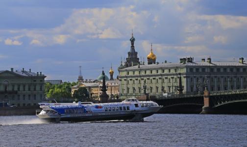В России создали плавучую карету скорой помощи. В Петербурге от нее отказались 10 лет назад