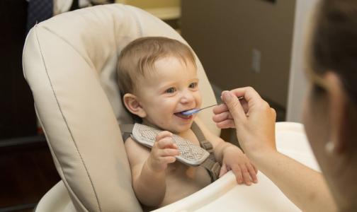 В Роскачестве рассказали, какой молочной смесью лучше кормить малышей