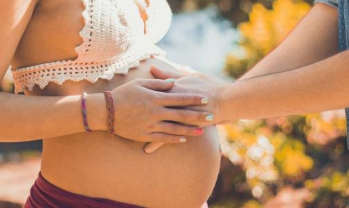 Роды в пробке: Сколько петербурженок не доезжают до роддомов