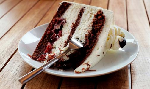 «Шоколад - блестящий, мармелад - упругий»: эксперты рассказали, как выбрать хлеб и сладости