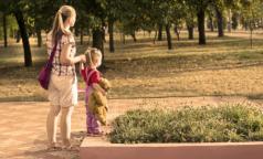Медведев предложил повысить 50-рублевые выплаты по уходу за ребенком до трех лет