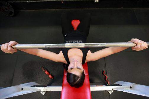 Главный спортивный врач Петербурга: агрессивный спорт превращает женщину в мужчину