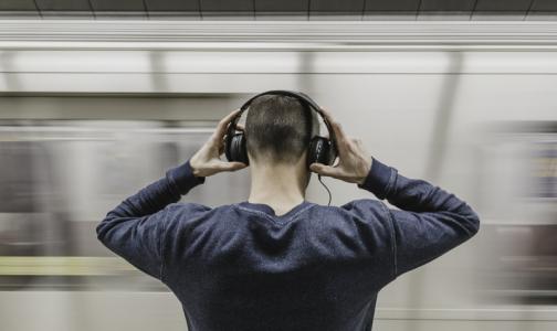 Эксперт: наушники и колонки могут быть опасным «звуковым оружием»
