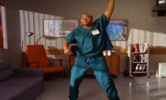 «Вы в танцах!»: хирург станцевал после операции по удалению огромной опухоли