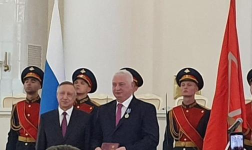 Петербургские врачи получили президентские награды в Смольном