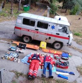 Медики подхватили флешмоб спасателей и фотографируются в «позе» тетриса