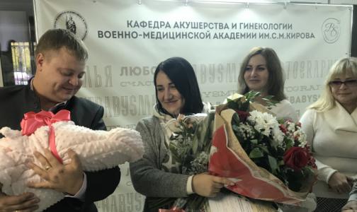 Не отходя от роддома: Петербурженкам начали выдавать документы ребенка сразу после родов