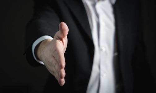 Ученые: долгое рукопожатие вызывает тревогу