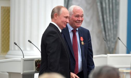 Во время вручения госнаграды Леонид Рошаль попросил президента защитить врачей