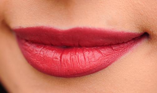 Маленькая ранка на губе женщины оказалась признаком рака