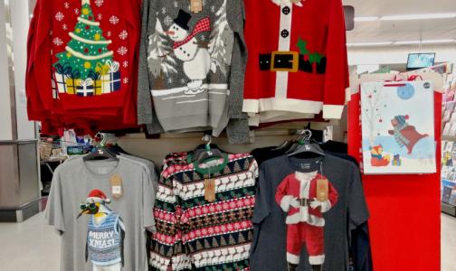Водителям школьных автобусов запретили носить рождественские свитера, чтобы не портить детскую психику