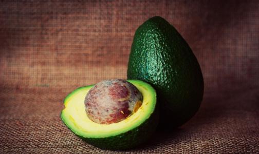 Врач: авокадо защитит кожу в холодную погоду