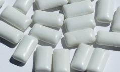 Петербургский стоматолог рассказал, почему жвачки с сахарозаменителем активируют гормон голода