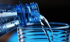 Диетолог предупредила о вреде избыточного потребления воды