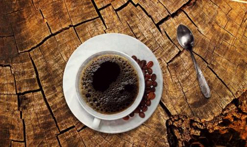Диетолог объяснила, почему нельзя пить кофе сразу после пробуждения