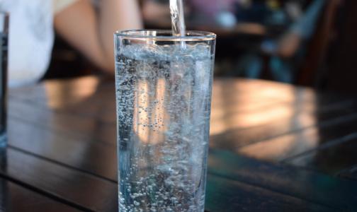 Диетолог: Пить лечебную минералку «просто так» нельзя