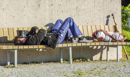 Минздрав и РПЦ научат врачей общаться с бездомными пациентами