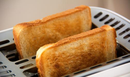 Диетологи рассказали, какой хлеб можно есть худеющим