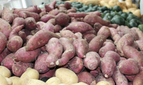 Роспотребнадзор посоветовал покупать грязные овощи и фрукты в магазинах