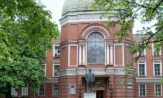 В больницах Петербурга частично отменили плановую госпитализацию