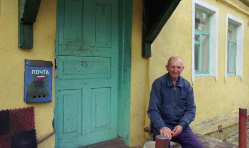 Пожилым россиянам, ушедшим с работы на самоизоляцию, автоматически оформят больничный