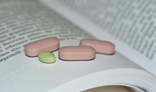 Эксперт: Принимать лекарства от ВИЧ для профилактики и лечения коронавируса без врачебного наблюдения опасно