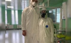 В петербургском комздраве объяснили, когда медикам нужен костюм биозащиты, а когда достаточно маски