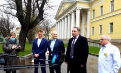 Петербургская фармкомпания подарила Мариинской больнице сто тысяч масок