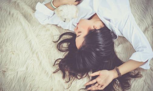 Эксперт ВОЗ объяснил, как качественный сон спасает от стресса