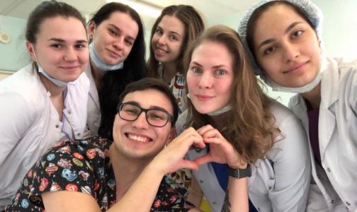 «Выбираем ковид-больницы, там безопаснее». Как петербургские студенты помогают врачам