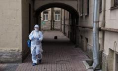 Петербургские депутаты попросили губернатора изменить порядок признания медиков пострадавшими от COVID-19