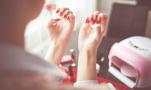 Петербургский эпидемиолог: Доказать, что вы заразились гепатитом в тату-салоне или на маникюре, сложно