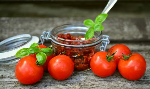 В Роскачестве объяснили, почему приготовленные томаты бывают полезнее свежих