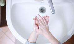Невролог рассказал, почему симптомы коронавируса у себя находят даже те, кто им не болеет