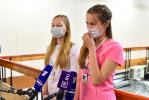 """Фоторепортаж: «Волонтеры в """"красной"""" зоне """"Ленэкспо""""»"""